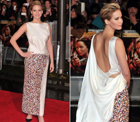 Ezt a fehér Dior ruhát viselte a film londoni premierjén, melyet olyan kövekkel díszítettek, mintha Smarties-ek lettek volna.