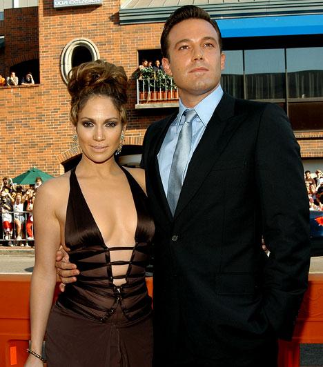 Szerelmi élet  Túl két váláson, 2002-ben ismerte meg a szintén színész Ben Afflecket, akivel két éven keresztül Hollywood egyik legkedveltebb álompárjának számítottak.
