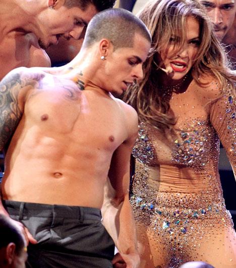 Táncosával kavar  Harmadik házasságát állítólag a férj féltékenysége és uralkodni vágyása mérgezte meg, azonban az énekesnő nem búslakodott sokáig, jelenleg egyik háttértáncosával vígasztalódik.  Kapcsolódó cikk: Vajon túléli a szerelmük? Börtönbe zárhatják Jennifer Lopez új pasiját »