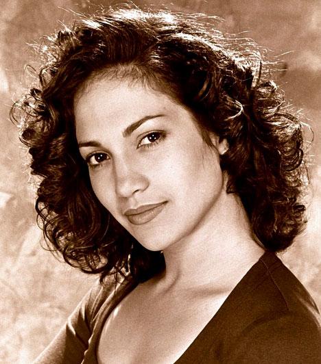A kezdetek  Jennifer Lopez 1969. július 24-én látta meg a napvilágot Bronxban, tehetségével már fiatal korában kitűnt társai közül, különböző társulatokban táncolt és énekelt.  Kapcsolódó sztárlexikon: Ilyen volt, ilyen lett: Jennifer Lopez »