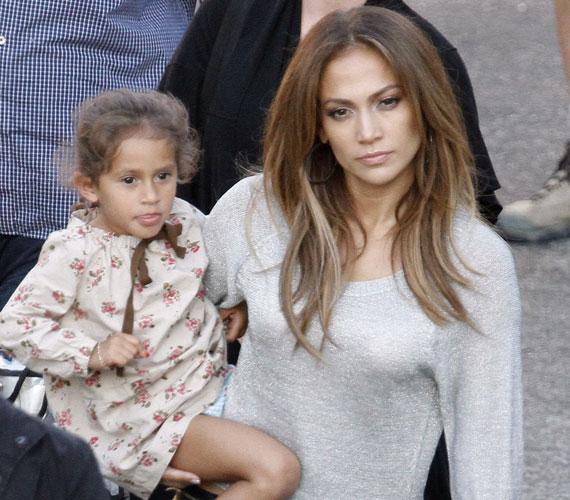A kis Emme az elmúlt évek során egy tündéri kislánnyá cseperedett, aki le sem tagadhatná világhírű anyukáját.