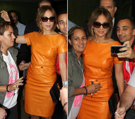 A háklisságáról ismert énekesnő ezúttal örömmel fotózkodott brazil rajongóival.