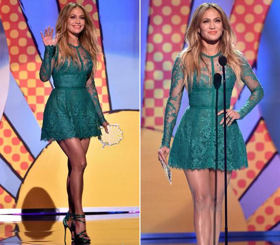 Kedveli a csipkeruhákat, Elie Saab miniruhájában mindenkit levett a lábáról Jennifer Lopez a Teen Choice Awardson.