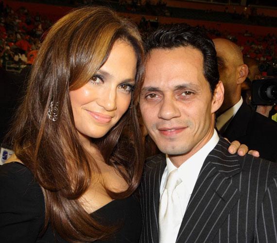 2011. július 15-én jelentették be férjével, Marc Anthonyval, hogy hét év házasság után külön utakon folytatják.