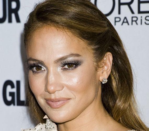 Jennifer Lopeznek Donatella Versace nyújtotta át az este folyamán a The All-Star díjat.