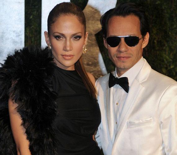2004-ben házasodott össze Marc Anthonyval, hét év után 2011 nyarán döntöttek úgy, nem folytatják együtt.