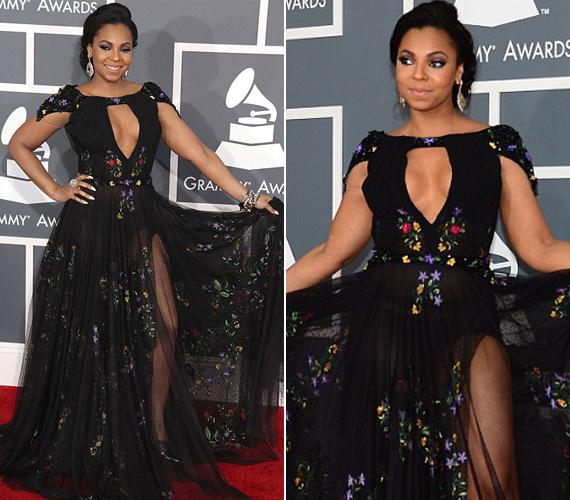 Míg Jennifer Lopez tudta, hogy vagy lábat mutogat, vagy mellet, addig Ashanti igyekezett mindent közszemlére tenni.