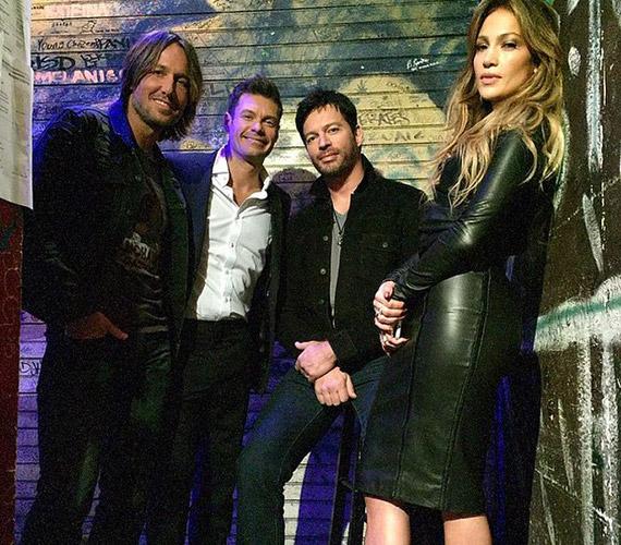 Az új évadban visszatér a zsűribe Ryan Seacrest is. Jennifer Lopez csak úgy sütkérezik a férfiak között.