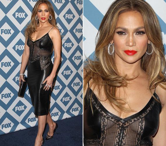 Jennifer Lopez szereti a bőrruhákat, a Fox TCA-partiján is ebben jelent meg.