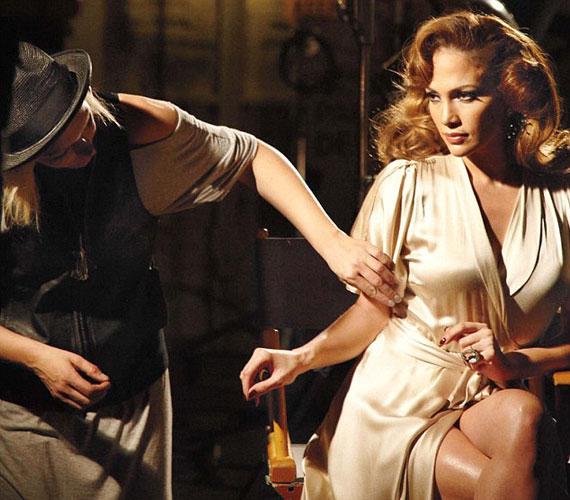 A Love & Light parfüm elkészítésénél saját bevallása szerint figyelmét a belső fényre és a lelki jelenségekre irányította.