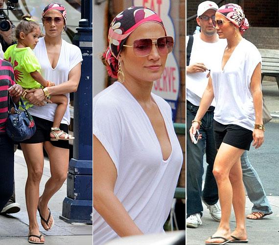 A lassan a 43-at betöltő popdíva megjelenését egy fejkendővel és egy trendi napszemüveggel tette különlegessé.