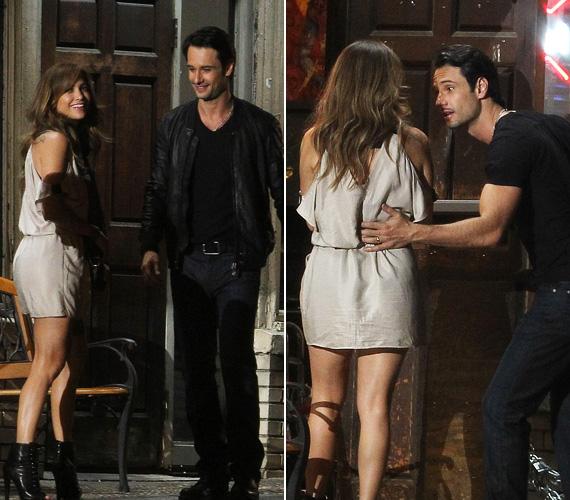 A bennfentesek szerint Jennifer és Rodrigo között csodásan működik a kémia, és nem csak a kamerák előtt. Azt pletykálják, az énekesnő odavan a latin szépfiúért.