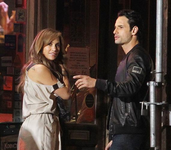 A dögös díva barátnői szerint Santoro az a típusú férfi, akibe Lopez bele tudna zúgni, úgyhogy nem kizárt, hogy komolyabbra fordulna a dolgok közöttük.