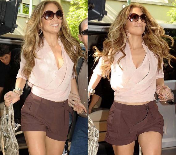 Mint mindig, J.Lo ezúttal is magabiztos mosollyal az arcán sétált.