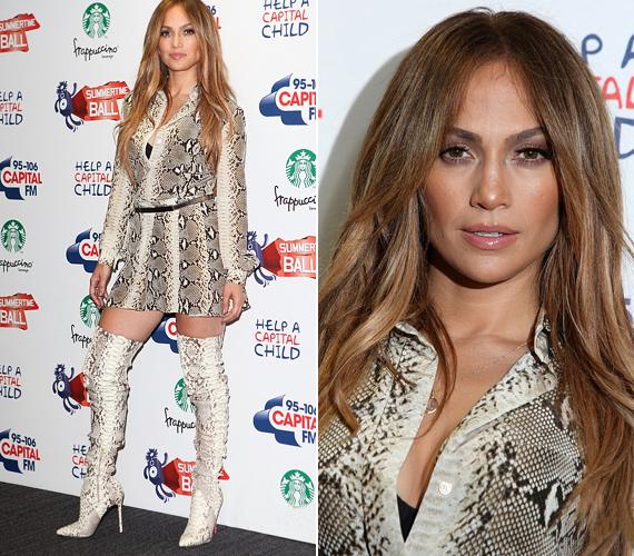 Jennifer Lopez egy igazán bevállalós miniruhában érkezett a londoni Capital Radio éves nyári báljára.