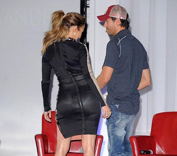 Pár nappal korábban a 42 éves énekesnőt Enrique Iglesias oldalán kapták lencsevégre, amikor új turnéjáról tájékoztatta a nyilvánosságot.