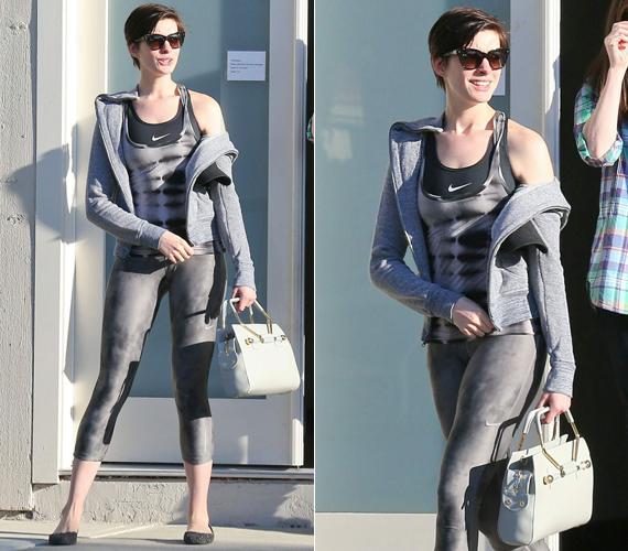 Anne Hathaway alapvetően szoknyapárti, de az utcára azért ő is nadrágban megy. Egy ilyen alkalommal készültek róla ezek a fotók is. A színésznő idén 33 éves.