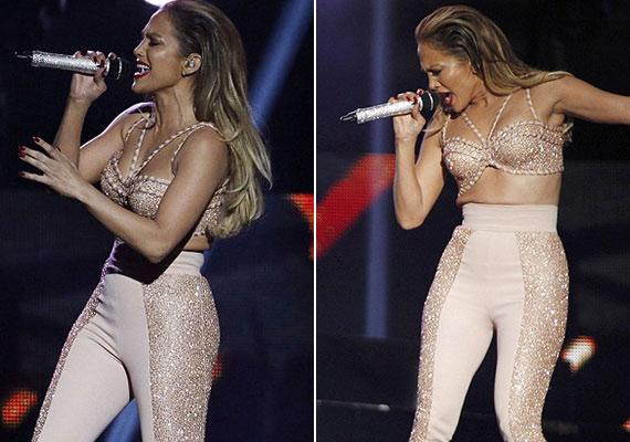 A Latin Music Awardson viselt nadrágja sem tűnik kényelmesnek, teljesen elszorítja a vérkeringését.