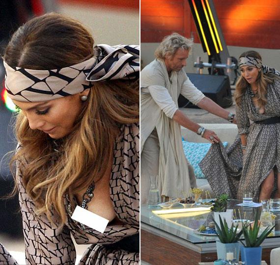 Nem semmi villantás: miközben Jennifer Lopez a német műsorvezetővel bolondozott, akaratlanul is sikerült közszemlére tennie jobb mellét.