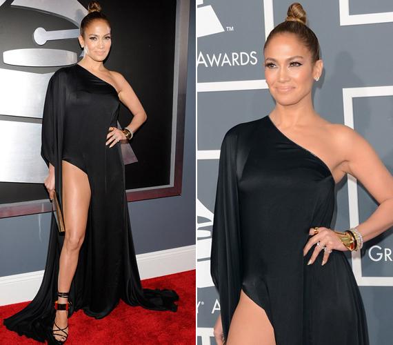 A Grammy-gálán ebben a selyem Anthony Vaccarello kreációban jelent meg, a ruha szabadon hagyta formás lábait.