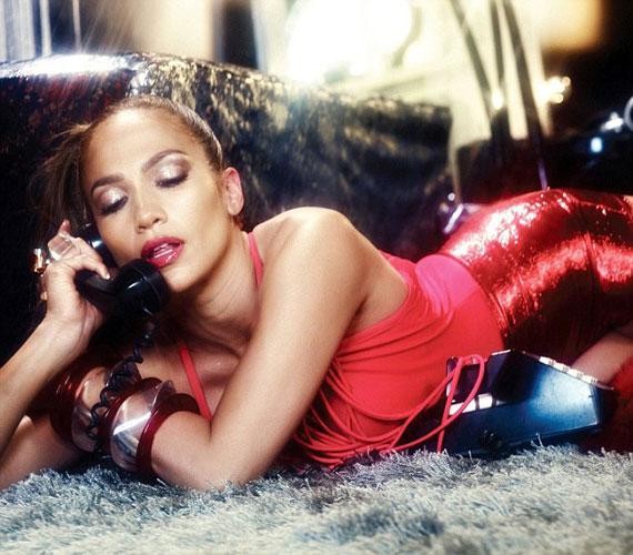 Ebben a kihívó pózban kétségkívül elég sok pasi képtelen lenne Jennifer Lopeznek ellenállni.