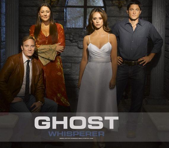 Jennifer Love Hewitt népszerűségét elsősorban a Szellemekkel suttogó című sorozatnak köszönheti, amely 2010-ben ért véget öt évad után.