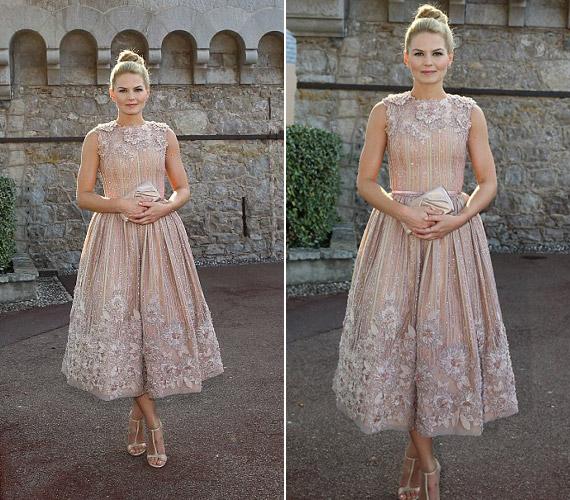 Amikor Albert herceggel találkozott, ebben a hercegnős ruhában jelent meg.