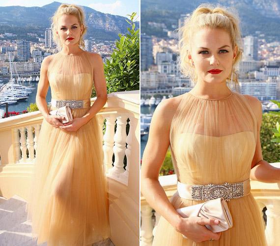 Tüllruhájában gyönyörűen festett a 35 éves színésznő.