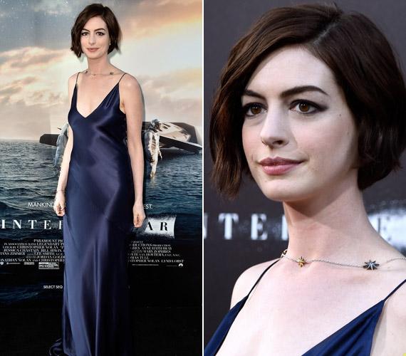 Anne Hathaway kék ruhájában tündökölt, bár egyesek szerint előnytelen ez a ruha a vékony színésznőnek.