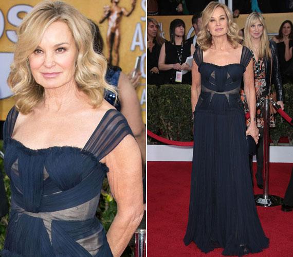 Idén januárban a Screen Actors Guild Awardson ebben a sötétkék J. Mendel estélyiben pompázott.