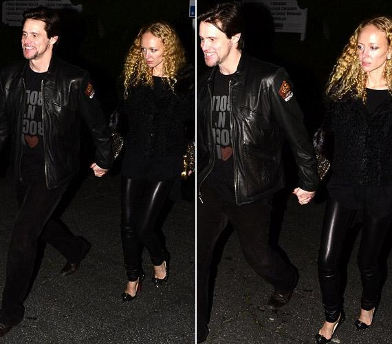 Jim Carrey és titokzatos új kedvese egy Guns N' Roses koncertre igyekezett.