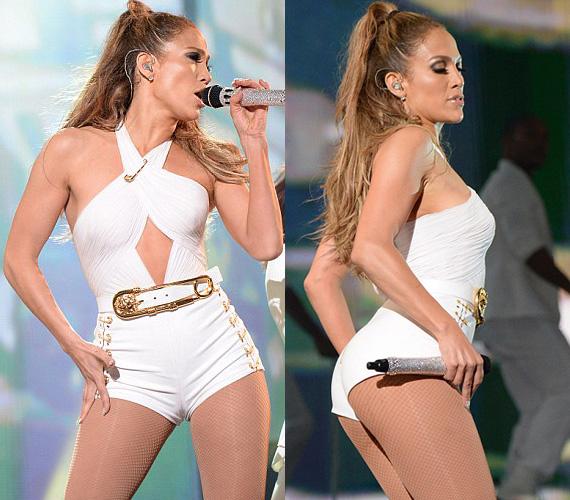 Bár a fehér az ártatlanság színe, az énekesnő cseppet sem tűnt annak ebben a ruhában.