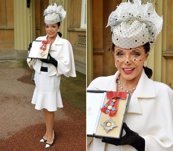 Így érkezett a színésznő márciusban a Buckingham-palotába, hogy átvegye Károly hercegtől a lovagi címét igazoló keresztet.