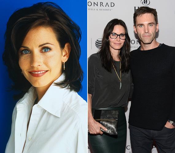 Courteney Cox 1999-ben, 35 éves korában ment hozzá David Arquette-hez, akitől egy kislánya is született, a most már tízéves Coco. A sztárpár 2013-ban vált el, a színésznő ezt követően jött össze a nála 12 évvel fiatalabb zenésszel, Johnny McDaiddel, akivel annyira egymásba habarodtak, hogy tavaly bejelentették eljegyzésüket, idén pedig szeretnének összeházasodni.