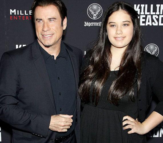 Bár Ella Bleu még csak 13 éves, már majdnem olyan magas, mint az apja, John Travolta.