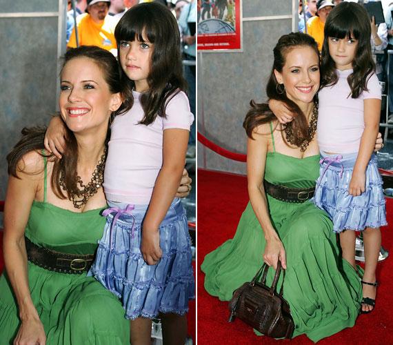 2005-ben tündéri kislányként édesanyjával, Kelly Prestonnal, a mama Szuper felsőtagozat című filmje premierjén.
