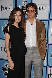 Valószínűleg ikreket vár Jolie