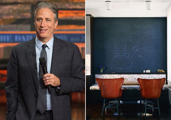 Jon Stewart 1999 óta vezeti a Daily Show-t, emellett 2007-ben és 2008-ban ő volt az Oscar-gála házigazdája is. A lakás berendezésén látszik, hogy gondoltak a gyerkőcökre is, a hatalmas táblán bizonyára élvezettel rajzolgat a tízéves Nathan és a nyolcéves Maggie Rose.
