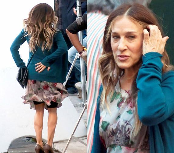 Sarah Jessica Parker forgatás közben mutatta meg, mit is rejt a szoknyája.