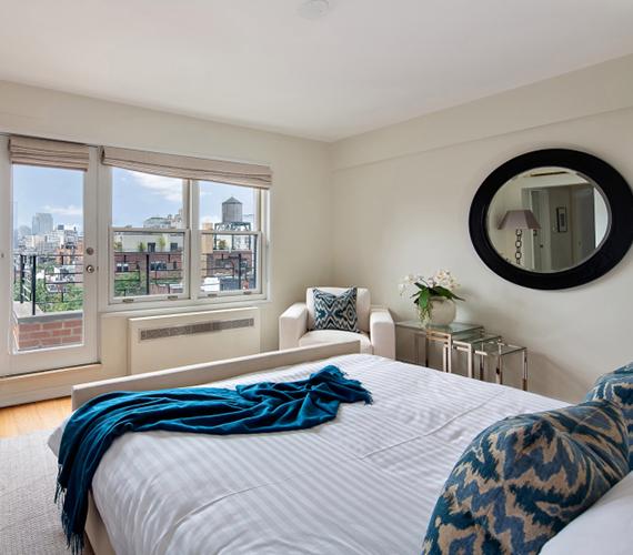Ebben a szobában és ebben az ágyban hajtotta álomra a fejét a magyarok egyik kedvenc színésznője, Julia Roberts. Innen a kilátás is fantasztikus.