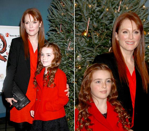 A kislány le sem tagadhatná híres édesanyját, hajszínük és bőrük teljesen egyforma, de arcvonásaik is nagyon hasonlítanak.