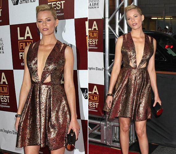 Elisabeth Banks, a Várandósok című film sztárja ebben a szokatlan felsőjű ruhában pózolt egy filmbemutatón.