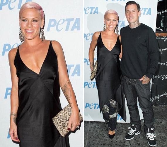 Pink férjével a PETA rendezvényén tőle szokatlan stílusú ruhában tűnt fel: mély kivágású, elegáns, fekete selyemdarabban.