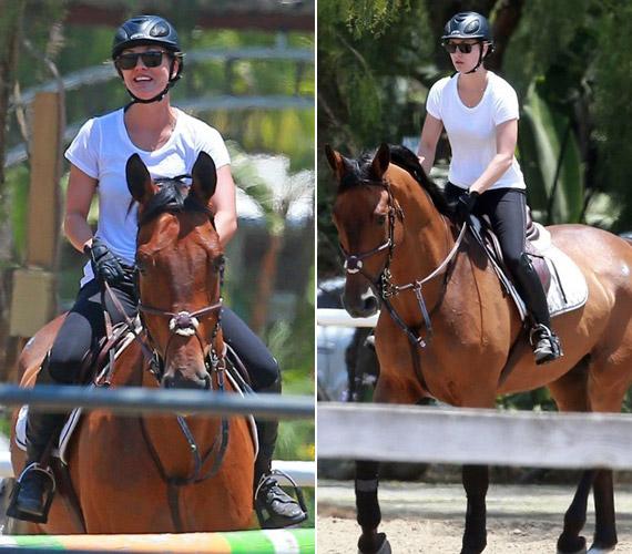 Az Agymenők sztárjának párja mellett van egy másik nagy szerelme is, a lovaglás.