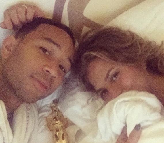 Az énekes, John Legend és felesége, a modell Chrissy Teigen 2013 óta házasok. A pár gyakran készít bensőséges hangulatú közös fotókat.