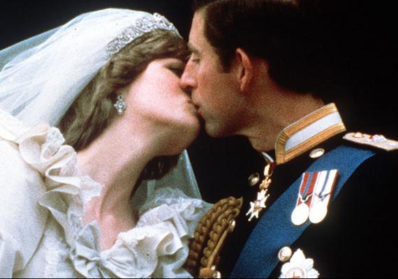 Életük legfontosabb csókja: esküvőjük napján fotózták le a friss házasokat.