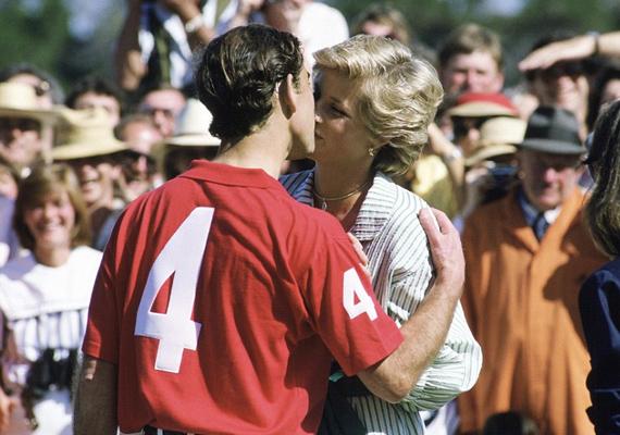 1985-ben egy melbourne-i pólómeccs előtt váltott csókot a hercegi pár. Látszik, hogy akkor még dúlt közöttük a szerelem.