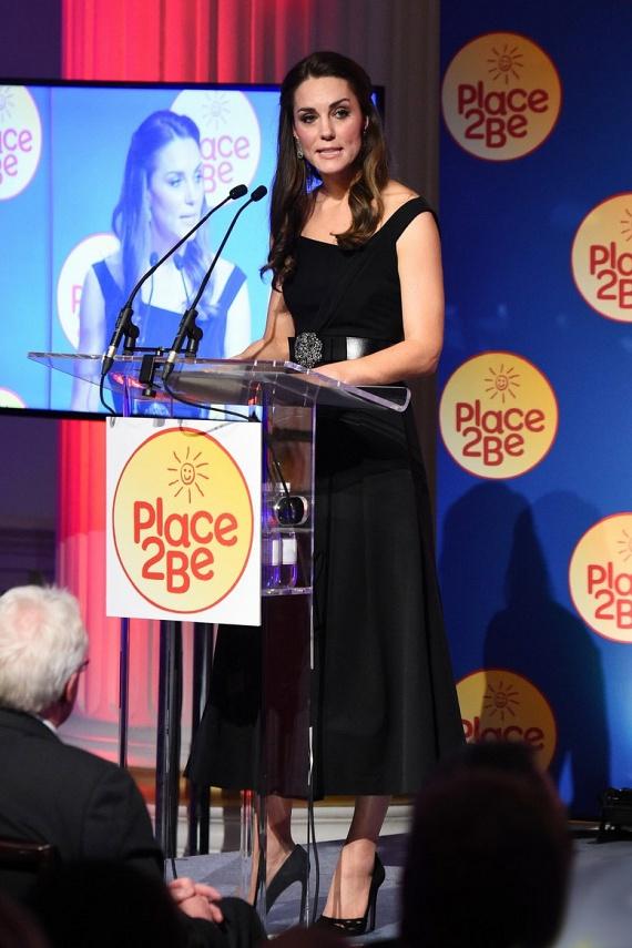 Katalin egy kis beszédet is tartott a díjátadón - kifejtette, mennyire büszke a betegséggel küzdő gyermekekre, és szüleikre, akik támogatják őket a mindennapos harcban.