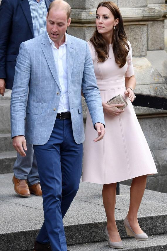 A hétvégén Cornwallban járt a hercegi pár néhány jótékonysági rendezvényen, így aztán nem csoda, hogy a körút miatt Katalin nem egy tűsarkú darabra szavazott.