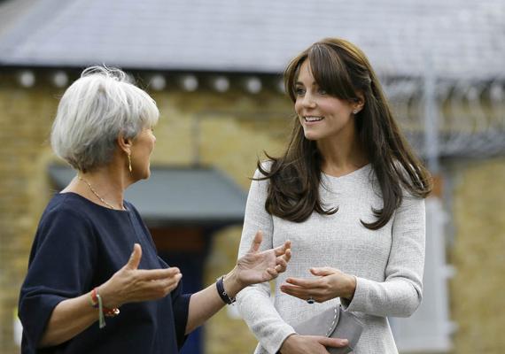 Benita Refson, az Addicted Prisoners Trust függőséggel küzdő elítéltek rehabilitációs szervezetének elnöke vezette körbe a hercegnőt látogatása során.